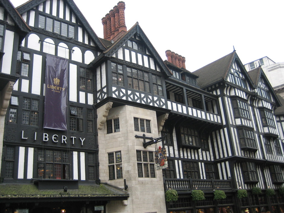 Google 画像検索結果: http://upload.wikimedia.org/wikipedia/commons/b/bb/Liberty_department_store_London.jpg