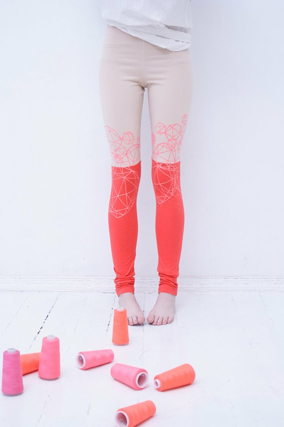 style / Beige & coral red stocking crystal print leggings