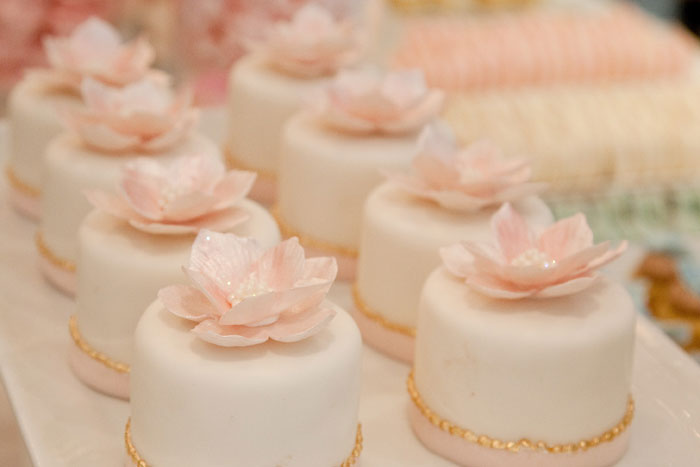 Bobbette & Belle | Custom Luxury Mini Cakes