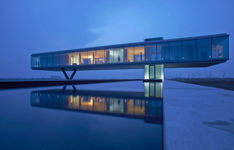 Ecological house with a glass box above the landscape | architecture
