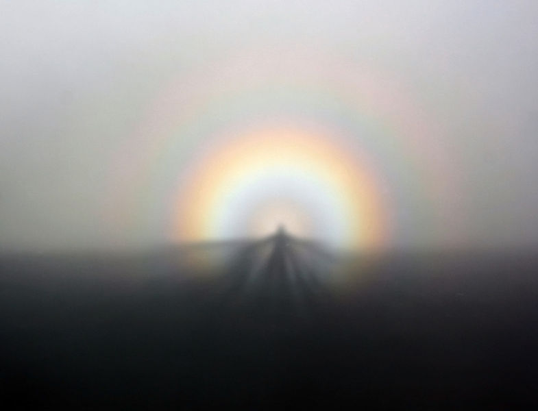 File:Solar glory and Spectre of the Brocken from GGB on 07-05-2011.jpg - Wikipedia, the free encyclopedia