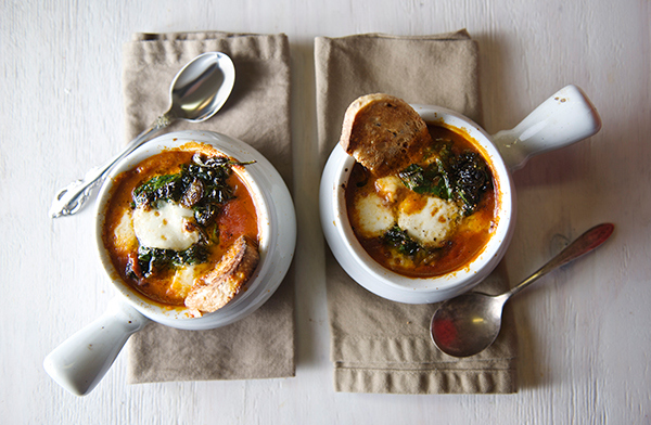 Caprese Tomato Spinach Soup ~ Yes more please!