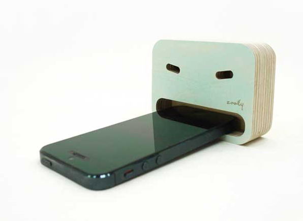 This (eco) smartphone stand gobbles up your smartphone: meet the 'Zooly' smartphone dock ! (fun and quirky) | WOWozine
