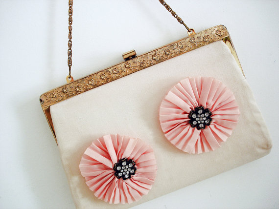 Vintage 60s flower purse/ light pastel pink peach by Vintagiality