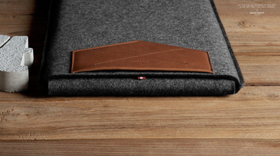 hard graft / Premium Leather Bags, Wool Felt Laptop Sleeves, iPad Cases and iPhone Cases / Handcrafted in Italy and Austria / XII MACBOOK SLEEVE / HERITAGE
