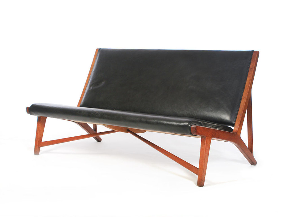 WYETH - Hans Wegner for Johannes Hansen - Oxhide and Oak Settee by Hans Wegner/Johannes Hansen / View 2