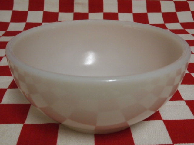 Fire King Ivory Chili Bowl #72 | Jadeite Magic Gallery