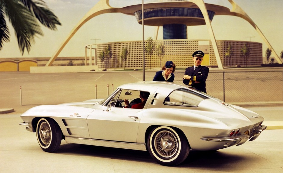 Google 画像検索結果: http://stwot.motortrend.com/files/2011/04/1963-chevrolet-corvette-sting-ray-rear-view-lax-1024x626.jpg