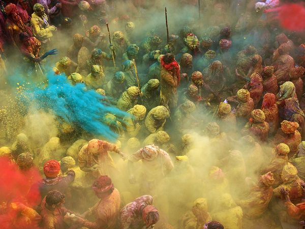 Google 画像検索結果: http://images.nationalgeographic.com/wpf/media-live/photos/000/396/cache/holi-celebrants-india_39678_600x450.jpg