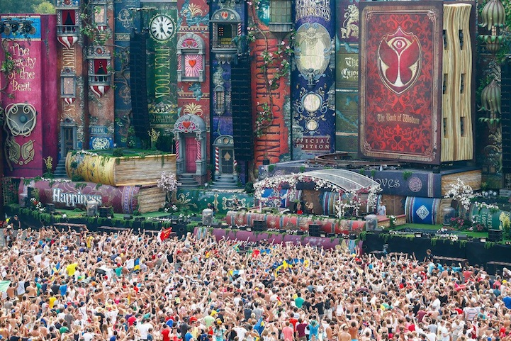 Amazing Stage Filled With Gigantic Fairy Tale Books - My Modern Metropolis