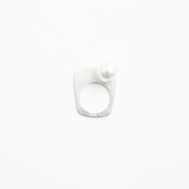 Essence Silver Ring 8(1 pearl silver_right) ) - BONDO