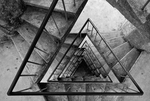 grey / Steps of Triangles