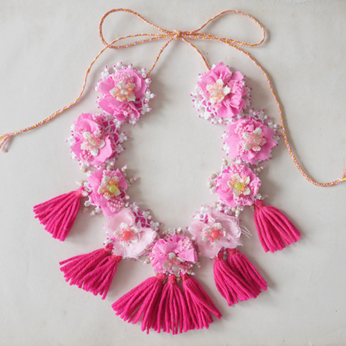 Pompoms flowers necklace by Emma Cassi (handmade lace jewellery) – Emma Cassi