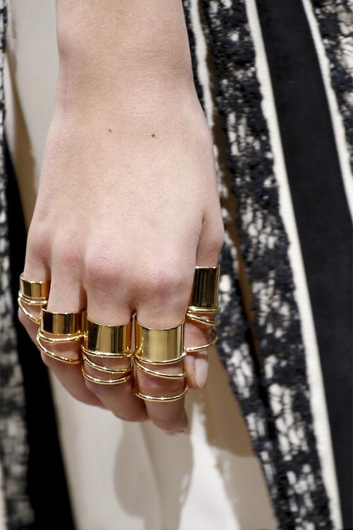 fashion / gold rings everywhere