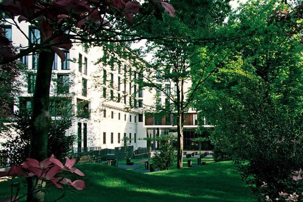 Google Image Result for http://www.hotelsoftherichandfamous.com/travel/images/Bulgari-Hotels-and-Resorts-Milano/bulgari-hotels-and-resorts-milano.jpg
