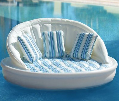 Blow up your couch – The Inflatable Pool Sofa | One More Gadget