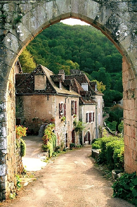 Entering into St-Cirq lapopie - Lot, France | France