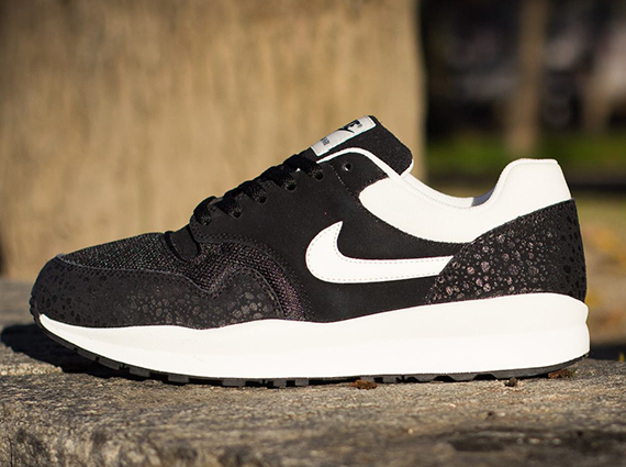 titolo nike air safari 371740-023 Black/ Sail- Black 371740 023