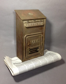 """Garden&Entrance - 1920-30's """"CORBIN LOCK CO."""" Brass Wall Mount Mail Box - FUNNY SUPPLY □ Antiques ■"""