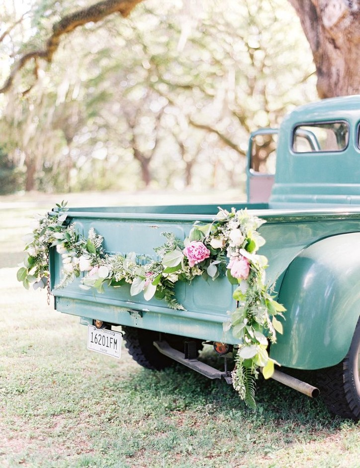 southern style wedding garland | flowers