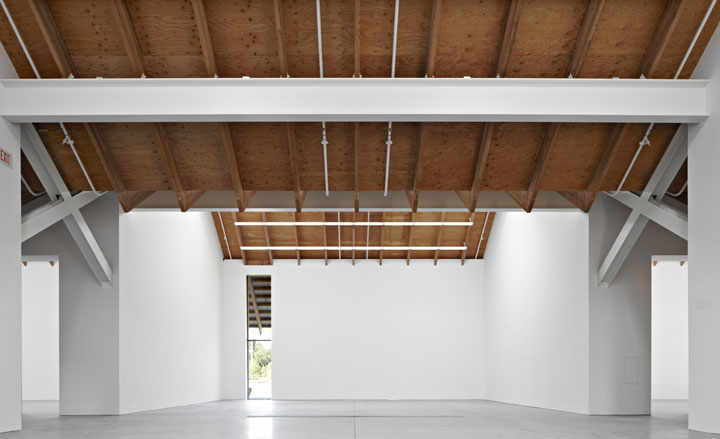 Détail de l'image -One gallery wall of the new Herzog & de Meuron-designed Parrish Art Museum, which opened Saturday in Water Mill - on New York's Long Island - is dominated by a ...