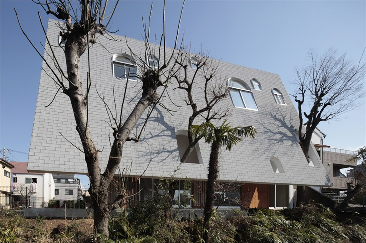 House with Eaves and an Attic, Tokyo, 2011