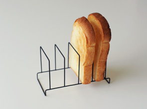 ±0 - Toast Stand