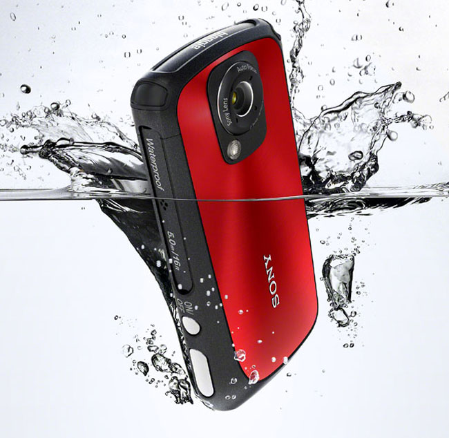 Sony's Bloggie HD Waterproof Sports Camera Arrives In Stores (video) | Geeky Gadgets