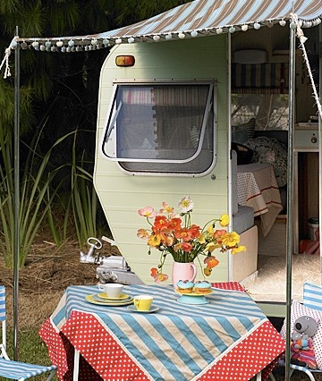 Can't get enough of these vintage trailers! | camper and camping