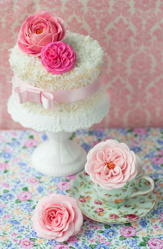 Cakes with Flowers / Dainty Little Cake With Pink Flowers