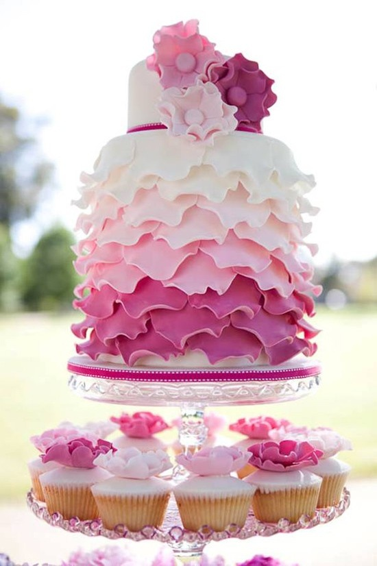 Ombre cake with cupcakes | Cakes Galore