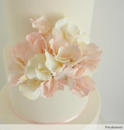 Pink and White Sweet Peas - by Petalsweet @ CakesDecor.com - cake decorating website
