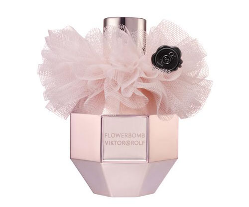 Google 画像検索結果: http://www.baco2pix.com/wp-content/uploads/2010/12/Fragrances-for-Christmas-Flowerbomb-Tulle-Edition.jpg