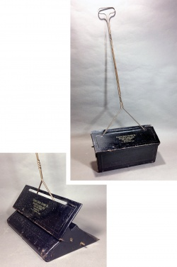 """1930-40's """"Advertising"""" Black Dust Pan - FUNNY SUPPLY"""