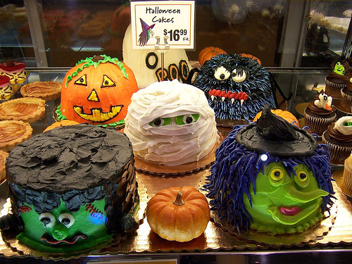 Google 画像検索結果: http://americanlife4u.com/photo/halloweencake1.jpg