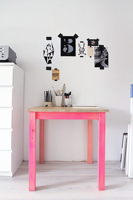 Home Decor / Pink leg drawing table.
