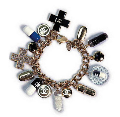 chanel+pill+charm+bracelet.png 400×389 ピクセル
