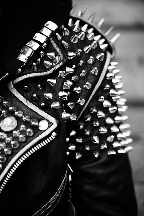 spikes-and-studs--large-msg-133029040225.jpg 465×700 ピクセル