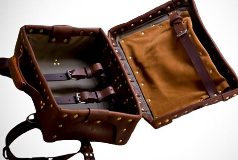 Détail de l'image -Palmer & Sons leather bags: the age of artisans | Busyboo