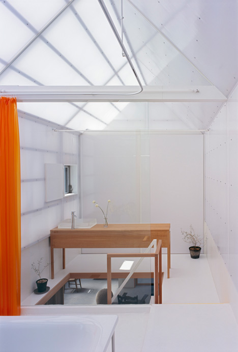 House in Yamasaki with rooftop sheds by Tato Architects