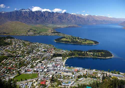 Queenstown, Otago, New Zealand budget travel guide: transport, adventure activities and reviews of backpackers hostels and youth hostels