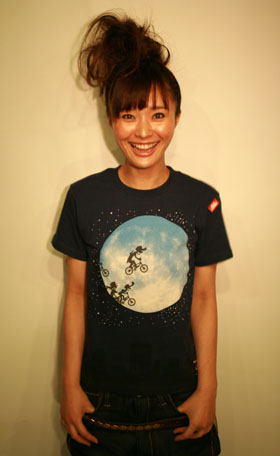 "映画『E.T.』""OVER THE MOON""Tシャツが完成!JETLINK"