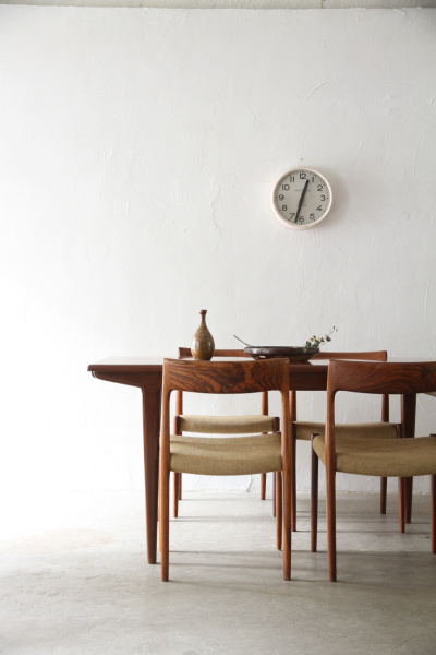dining table | unplugged