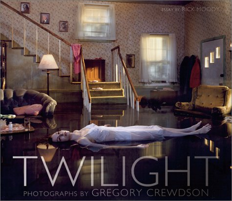 Amazon.co.jp: Twilight: Photographs by Gregory Crewdson: Rick Moody, Gregory Crewdson: 洋書