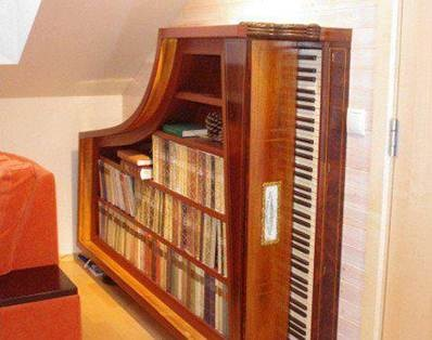 Old piano recycled into a bookcase. | WANT