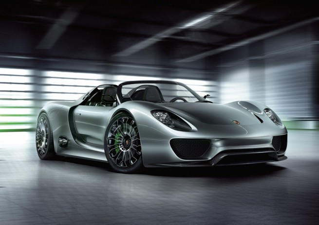 BMW Vision vs Porsche 918 - One Vision, Two Cars