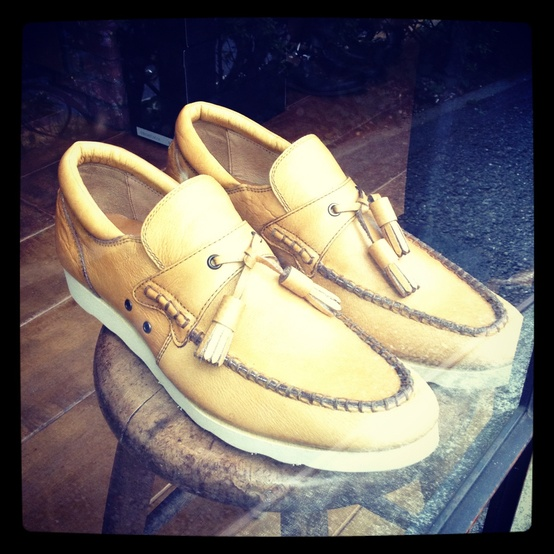 A/W 2012 - Tokyo Trends / #menshoes #tokyotrends spotted in #harajuku #whitesole