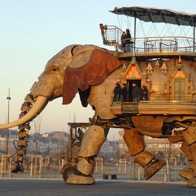 Robotic Elephant in Nantes, France Can Carry 49 Passengers