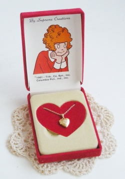 "Accessories - 1980's ""ANNIE"" Locket Heart Necklace【オリジナルBOX】 - Little ♥ Hideaway 〜ヴィンテージから現代まで〜 Candy Hearts♡USA & UK 輸入雑貨"