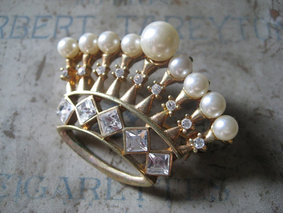 Vintage Crown Brooch Pearl and Clear by Serendipitysalvage on Etsy